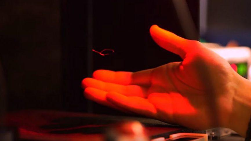 Die 3D-Darstellungen sind noch recht klein, dafür aber spürbar, wenn man seine Hand in die Ultraschallwellen bewegt. Bild: