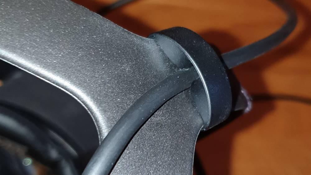 Offizielle Halterung für das offizielle Oculus Link-Kabel am Kofband der Oculus Quest