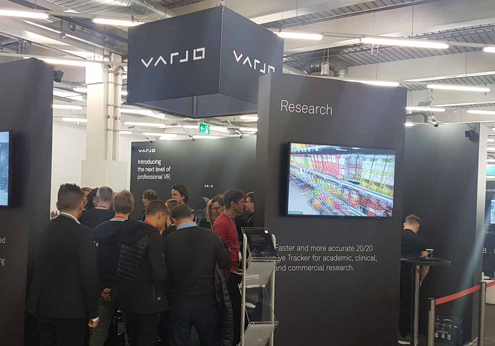 Auf der Fachkonferenz AWE 2019 gab's am Varjo-Stand zahlreiche Interessenten. Bild: Kammann
