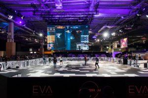 Auf der Paris Games Week trugen E-Sportler in einer eigens gebauten VR-Arena Wettkämpfe aus.