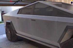 Garantiert pannenfrei: Die AR-Edition von Elon Musks Cybertruck. Ihr könnt euch den Pick-Up in Originalgröße anschauen.