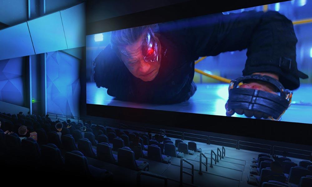 Im riesigen VR-Kino kommt der Terminator besonders eindrucksvoll aus dem Bildschirm gekrochen. Bild: Bigscreen
