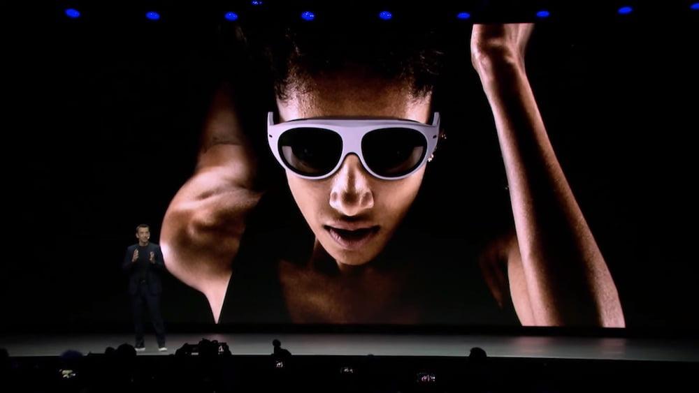 Samsung demonstrierte auf der CES-Pressekonferenz seine Vision eines Fitnesstrainings der Zukunft und zeigte ganz nebenbei eine AR-Brille.