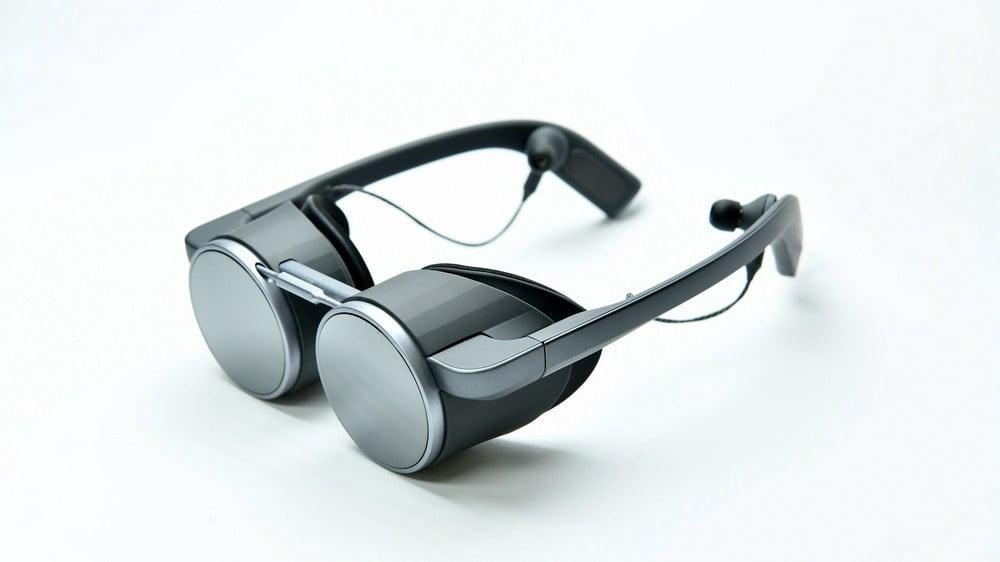Panasonics VR-Brille von vorn, sieht aus wie eine Schwimmbrille