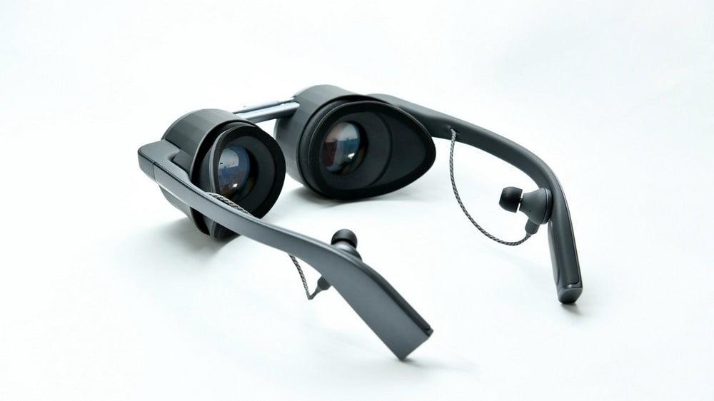 Panasonics VR-Brille mit Blick auf die Linsen