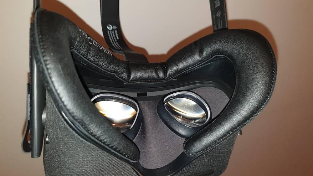 Oculus Quest von innen, mit verbauten Sehstärke-Linsen-Einsätzen vom VR Optiker