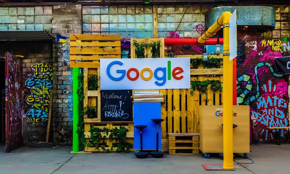 """In der Zukunft sollen wir mit Computern sprechen. Der neue Chatbot """"Meena"""" setzt laut Google einen neuen Standard."""