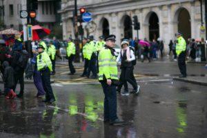 Die EU möchte KI-gestütztes Gesichtsscanning zumindest temporär verbieten. London rollt es heute aus.