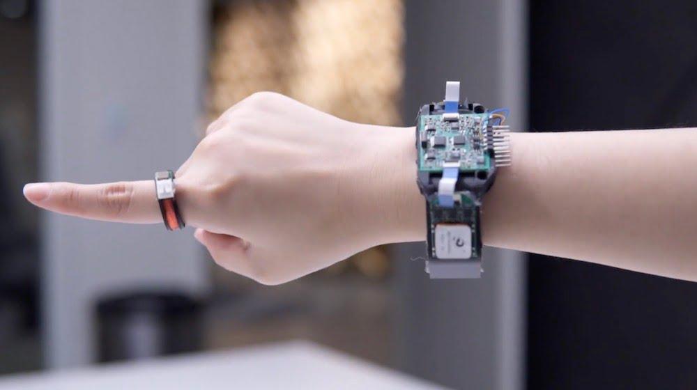 Der Auraring erfasst Fingerbewegungen präzise und energieeffizient