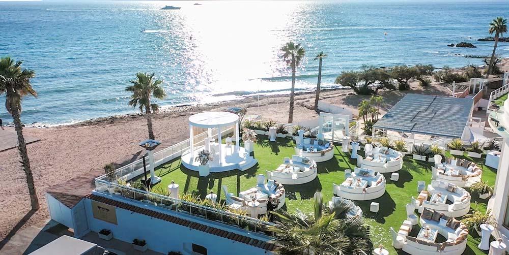 Die neue Ausstellungsfläche bietet einen Außenbereich mit Meerblick - wenn man nicht gerade die XR-Brille auf dem Kopf hat. Bild: Cannes XR