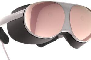 Artwork der leichten XR-Brille Vive Proton mit Kabel