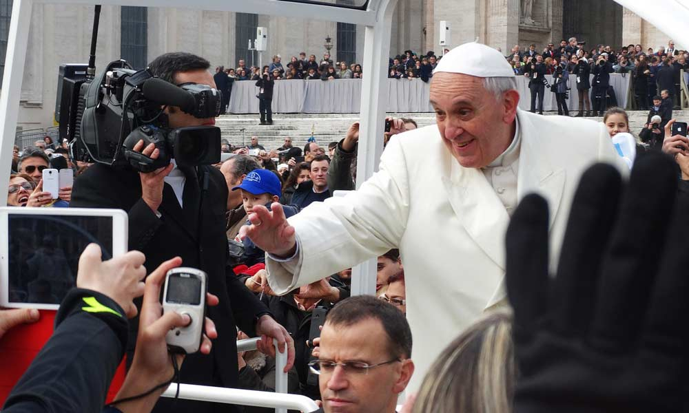 Weshalb Papst Franziskus' KI-Kodex völlig egal ist