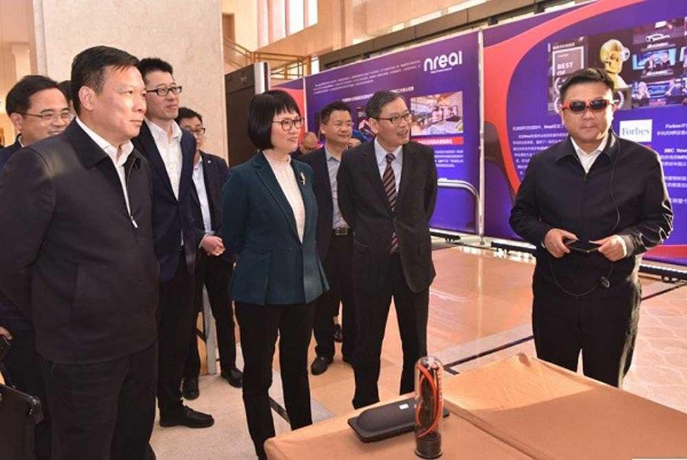 Der chinesische AR-Brillenhersteller Nreal will etablierten Tech-Unternehmen den Rang ablaufen und zuerst eine alltagstaugliche AR-Brille global vermarkten.