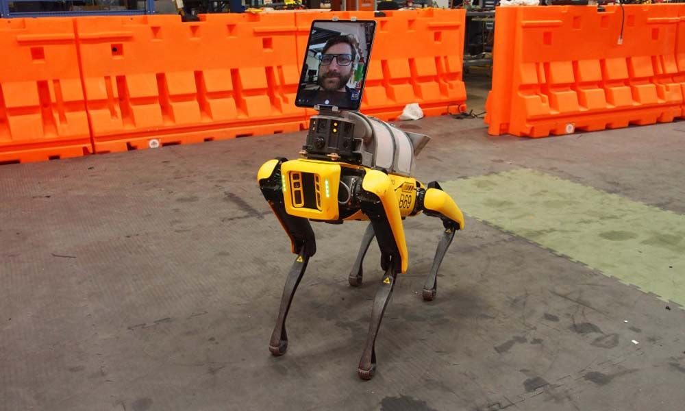 Boston Dynamics' Roboterhund Spot hat in der Coronakrise einen neuen Job gefunden: Er soll Ärzte und Pfleger zu Patienten tragen oder Räume desinfizieren.