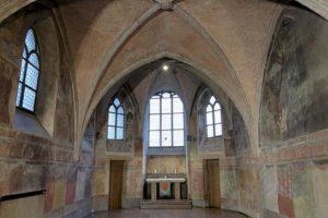"""Blick in die Goldschmiedekapelle St. Anna in Augsburg, in der das Staatstheater den Monolog """"Judas"""" für VR aufzeichnete"""