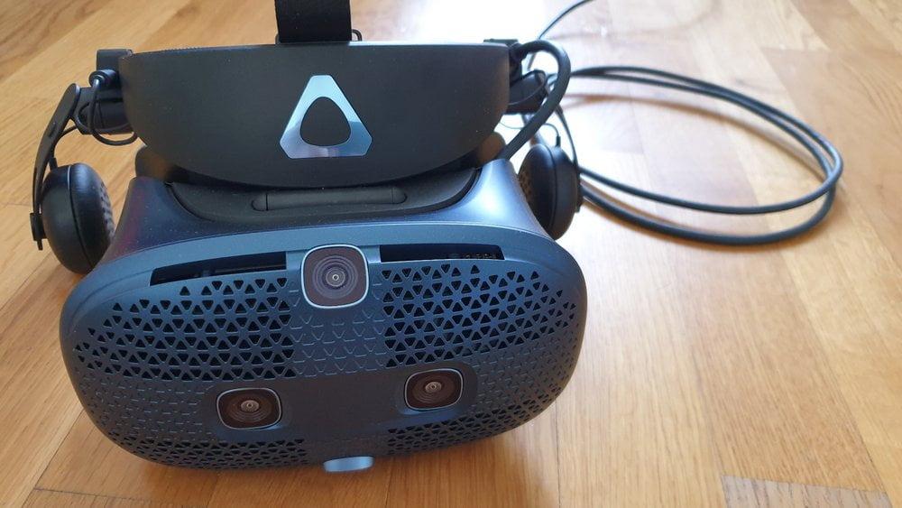 VR-Brille HTC Vive Cosmos beim Test, Ansicht von vorn