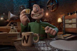 Ein glatzköpfiger Mann namens Wallace hält einen Zettel in der Hand. Im Hintergrund sieht man seinen Hund Gromit