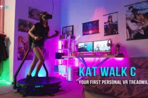 Kat Walk C ist ein kompaktes VR-Laufband für die eigene Wohnung. Es unterstützt gängige PC-VR-Brillen und Sonys Playstation VR.
