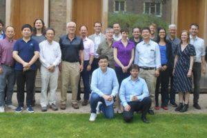 Eine Forschergruppe fordert globale Kooperation, damit KI dem Wohle der Menschheit dient.