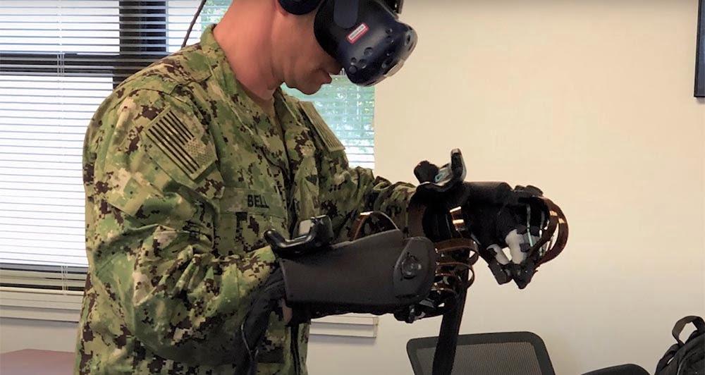 Für seine Trainingssimulation nutzt ECS die HTC Vive und haptische VR-Handschuhe von HaptX.