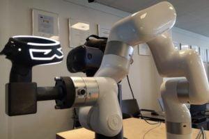 VDC_Fellbach_misst_Genauigkeit_von_Trackingsystemen_Roboterarm