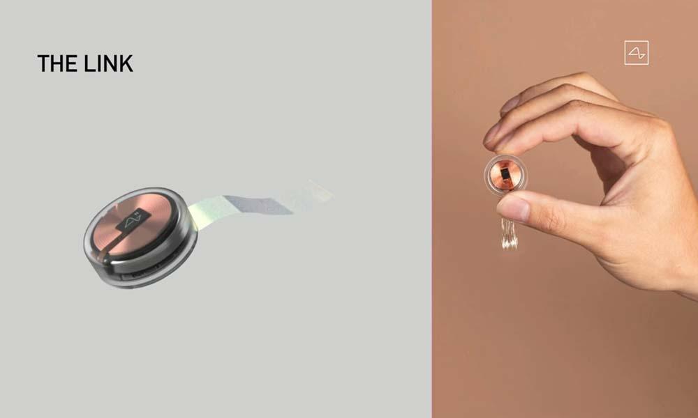 Dieses Bild zeigt den Produktanspruch von Neuralink: Der Chip wird im Stil eines Tech-Gadgets präsentiert statt eines medizinischen Geräts. | Bild: Neuralink
