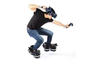 EktoVR_Nutzer_mit_VR-Brille_und_Schuhen