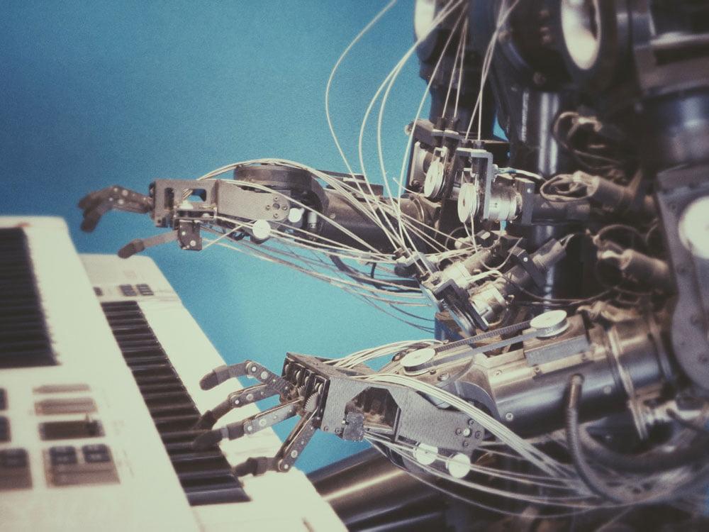 Ein Roboter am Klavier
