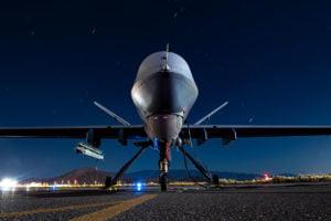 Eine MQ-9 Reaper Drohne mit einer Luft-Luft-Rakete