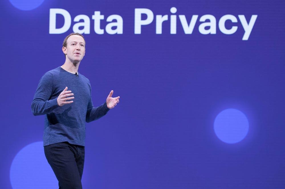 Facebook-Chef Mark Zuckerberg spricht auf einer Bühne über Data Privacy