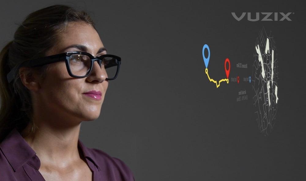 Vuzix_Frau_mit_schlanker_Next_Gen_Datenbrille