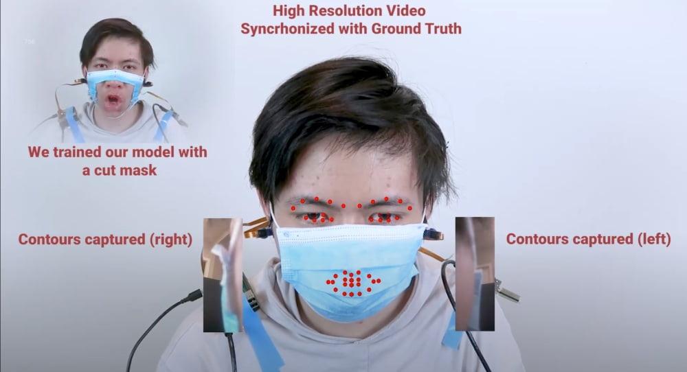 Ein Proband trägt während eines Tests des Gesichts-Tracking-Systems C-Face einen Mundschutz.