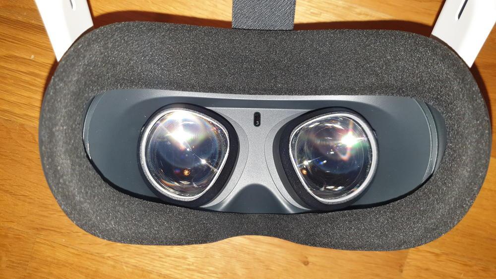 Oculus Quest von innen, Blick auf Gesichtspolster und Linsen mit Sehstärkeeinsätzen