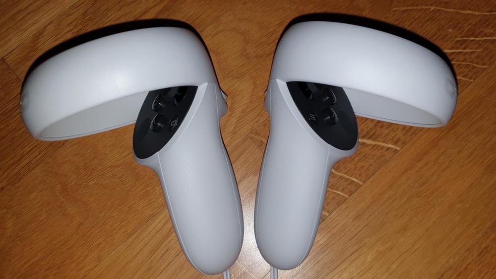 Oculus Quest 2 Controller nebeneinander