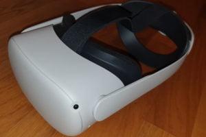 Oculus Quest 2 Test VR Brille von der linken Seite
