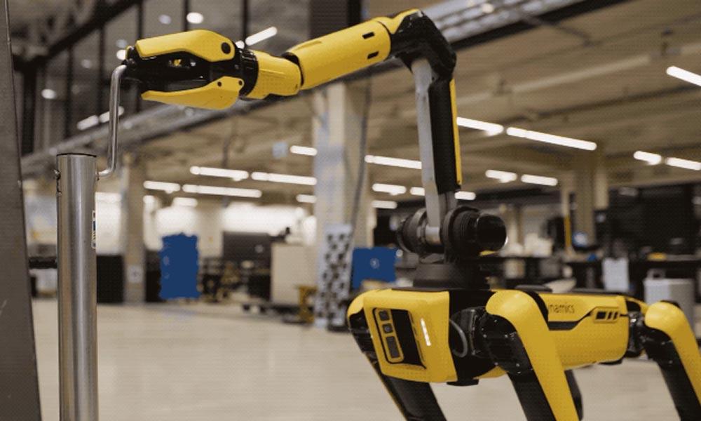 Boston Dynamics Roboterhund Spot bekommt endlich einen Arm - und mit ihm viele neue Fähigkeiten.