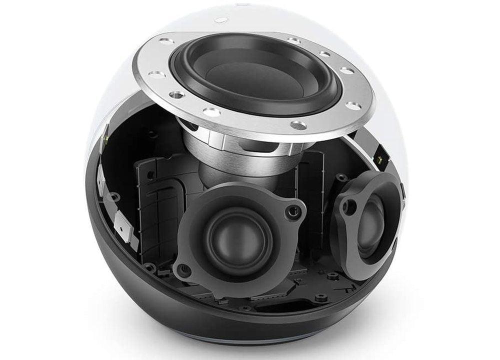 Die Lautsprecheranordnung des Echo 4 Smartspeaker.