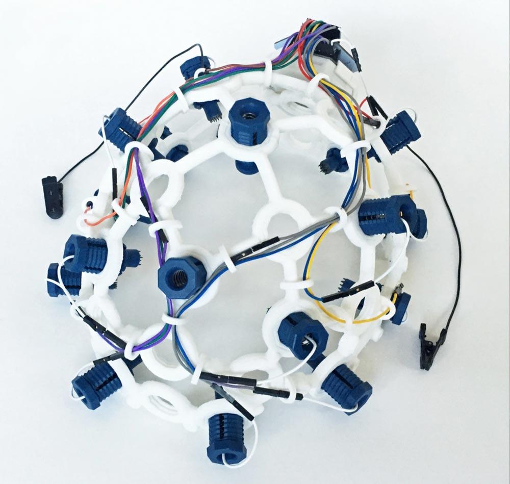 OpenBCIs Selbstdruck-EEG-Helm Ultracortex. In eine ähnliche Richtung dürfte Galea gehen. | Bild: OpenBCI