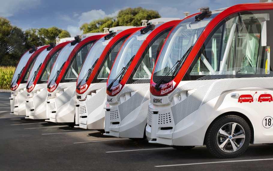 Autonome Shuttle-Busse fahren durch Oberfranken