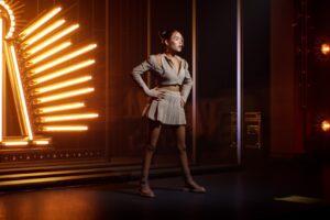 Der virtuelle Avatar von Sängerin Madison Beer auf der digitalen Rekonstruktion der Sony Hall.