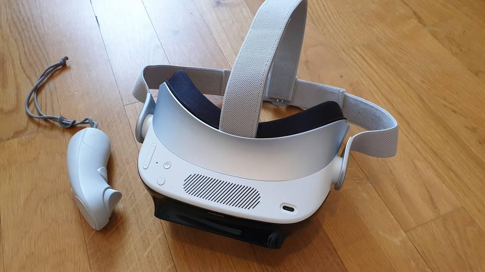 Draufsicht auf die XRSPACE VR-Brilla Mova
