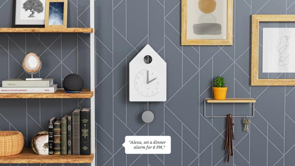 """Amazonos smarte Kuckucksuhr """"Smart Cuckoo Clock"""" mit Alexa-Funktion."""