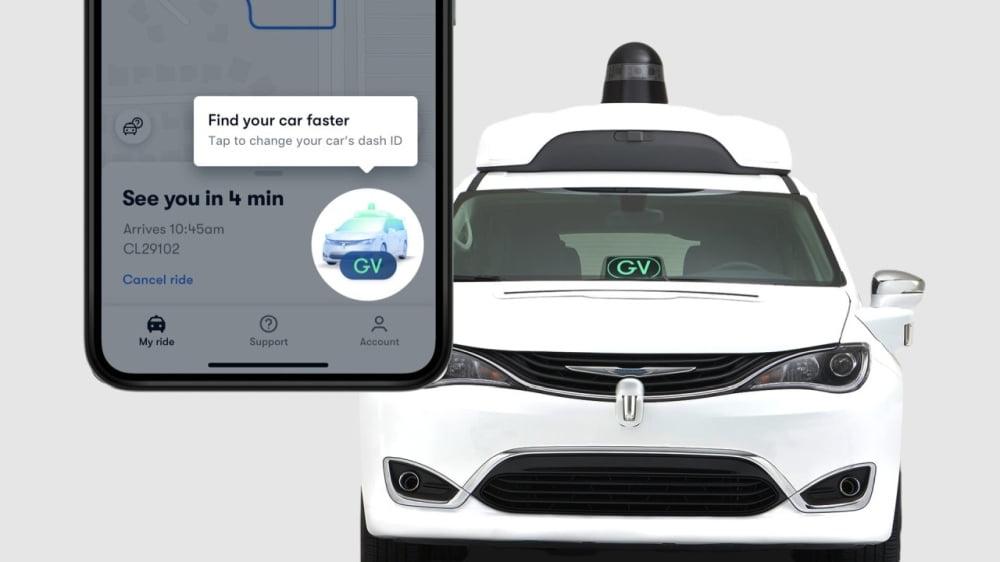 Die Waymo-App auf einem Smartphone und ein Waymo One-Taxi.