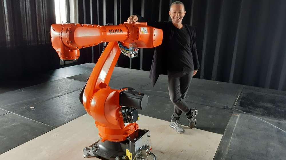 Industrieroboter für Ballettaufführung des Staatstheaters Augsbrug mit Regisseur Ricardo Fernando