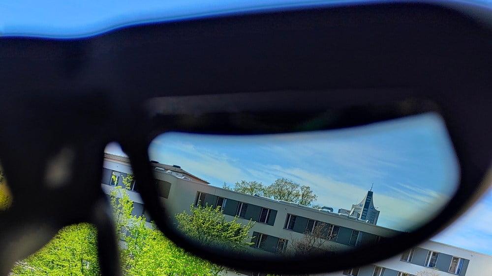 Blick durch die Gläser der Nreal Light AR-Brille