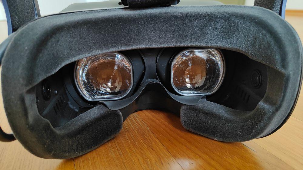 Blick in die Innenseite der HTC Vive Pro 2, auf die Linsen