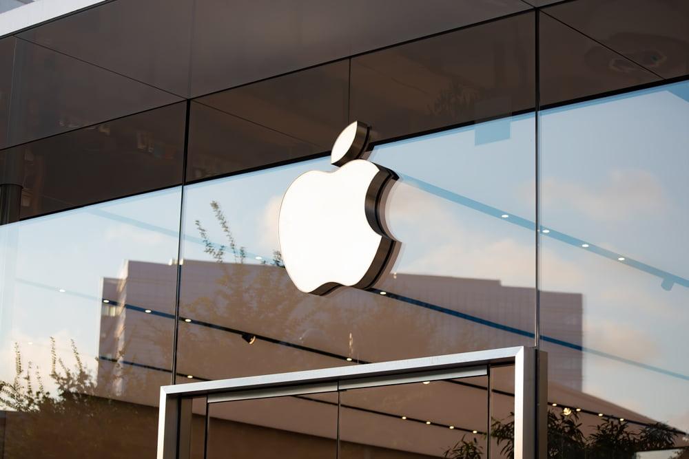 Apple-Logo auf einem Apple-Store