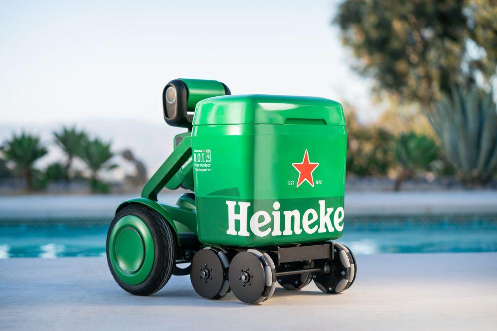"""Der Heineken Roboter """"Beer Outdoor Transporter""""."""