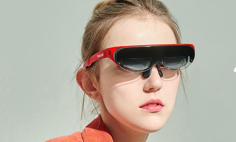 Die Nasenhalterung hält die Brillen-Displays vors Auge. | Bild: Rokid