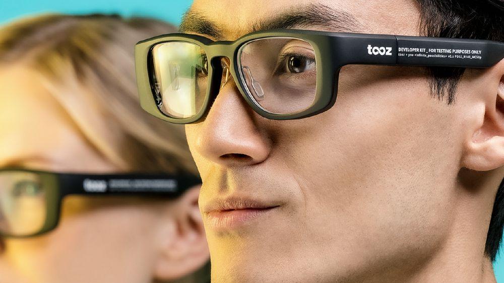tooz datenbrille promo-bild mit model